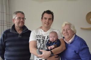 Met grote oma opa en papa op de foto